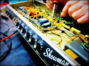 Riparazione amplificatori valvolari e a transistor per chitarra, basso e strumenti musicali